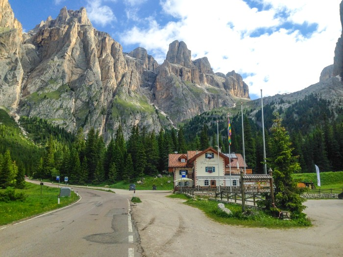 passo-sella-private-dolomites-cycling-tours